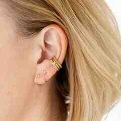 Comment s'appelle l'attaché d'une boucle d'oreille ?